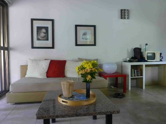 Mango Bay Resort: Wohnzimmer