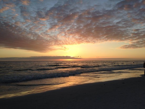 Siesta Beach: Sunset over the water