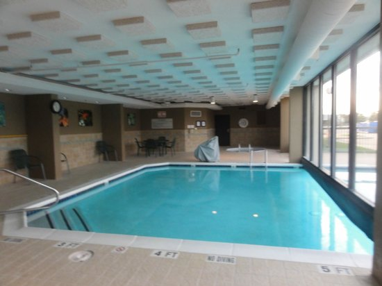 Drury Inn & Suites Houston Hobby Airport: Indoor/outdoor pool