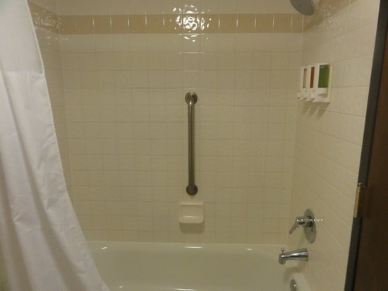 Drury Inn & Suites Houston Hobby Airport: Tub/Shower