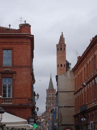 Basilique Saint-Sernin : elle se laisse devinée