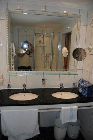 Hotel Verwall: Bad mit WC geräumig