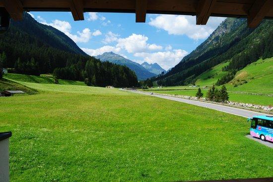 Hotel Verwall: Blick auf die Silvretahochalpenstrasse und nahe gelegenen Gipfel