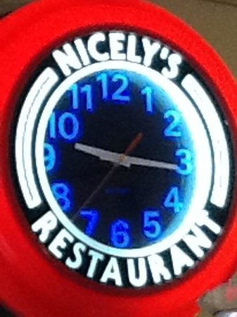 Nicely's: what a clock!
