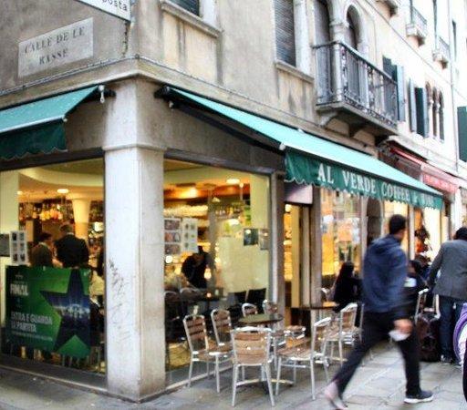 Bar Verde: Al Verde from street