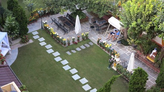 Kathmandu Guest House: Overlooking the fantastic garden from the new wing