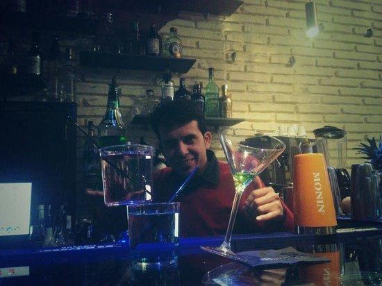 Cerveceria Mezquita : Bartender   tino show flair  Cocktails acrobatics
