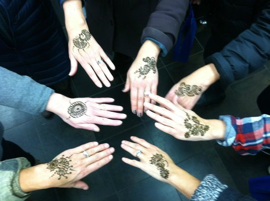 Individualized Attention At Roopkala Salon For Henna Tattoos
