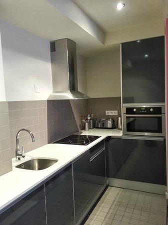 The Urban Suites : Kitchen
