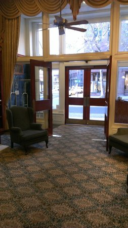 Best Western Plus Pioneer Square Hotel: Entrance from lobby