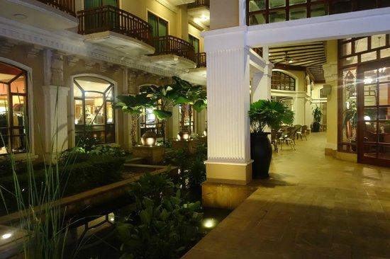 Sokha Angkor Resort: Outdoor area