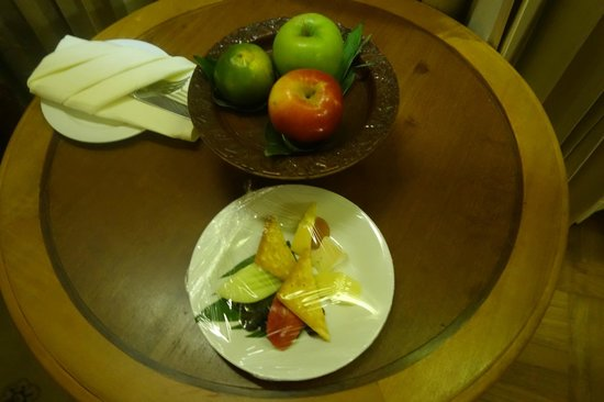 Sokha Angkor Resort: complimentary cheese and apples!
