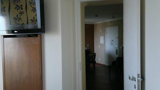 Quality Suites Long Stay Bela Cintra : quarto espaçoso