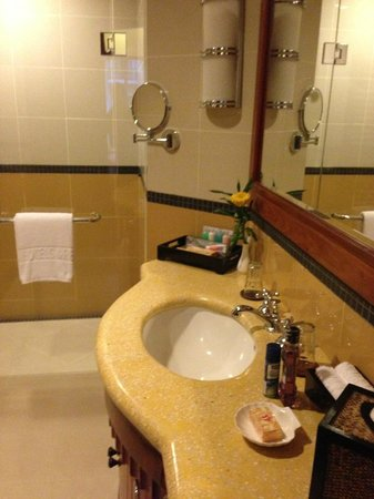 Sokha Angkor Resort: Clean bathroom