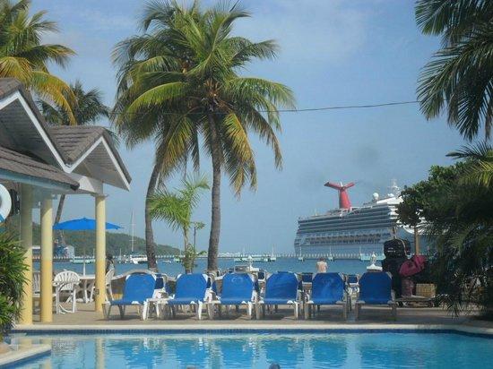 Rooms Ocho Rios : watch the cruise ships dock