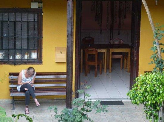Hostal Los Balcones de la Recoleta: Eingang zur Küche für Hotelgäste