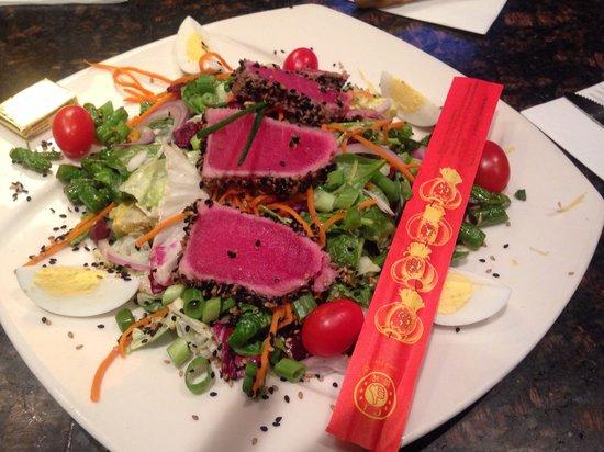 Twin City Grill: Ahi tuna salad