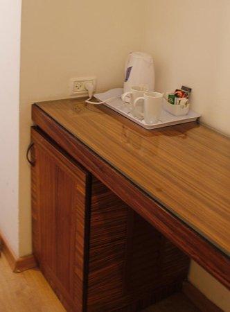 Hotel Spa Club Dead Sea: уголок для чая и кофе