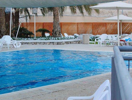 Hotel Spa Club Dead Sea: бассейн