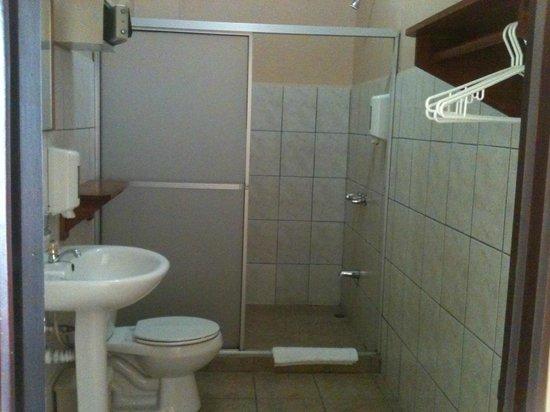 Hotel Las Colinas : Our bathroom