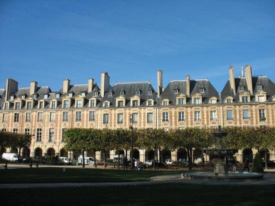 Le Pavillon de la Reine: Place des Vosges