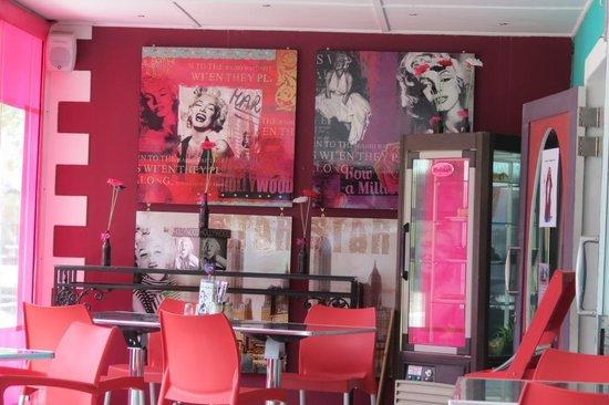 Marilyn's 60's Diner: Decor