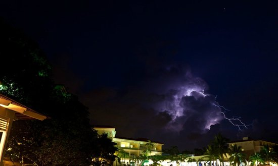 Tower Isle, Jamaica: Dinner and a show