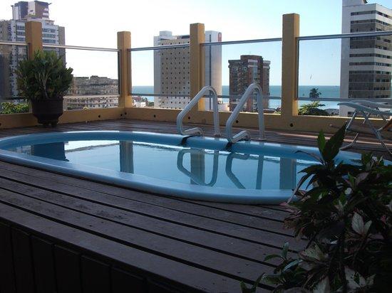 Hotel Casa de Praia: Deck da piscina no terraço