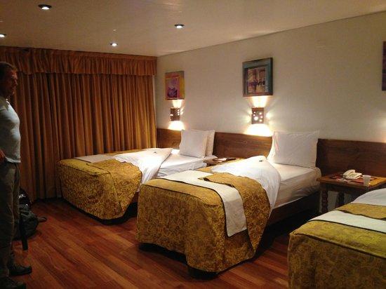 Hotel Rumi Punku: Our wonderful room - floor to ceiling window wall