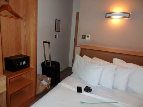 Eden Plaza Kensington: Single room