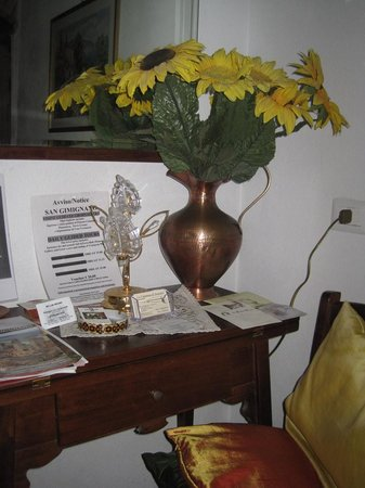 La Capanna di Sovestro: nook with brochures