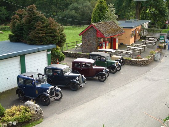 Withypool Tea Rooms: Lots of vintage car rallies stopping by.