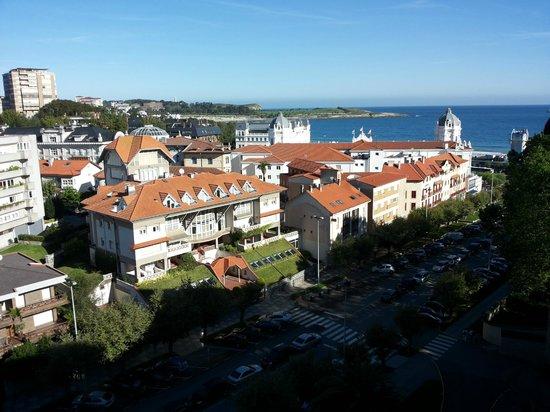 Santemar Hotel : Вид из номера на город и Бискайский залив