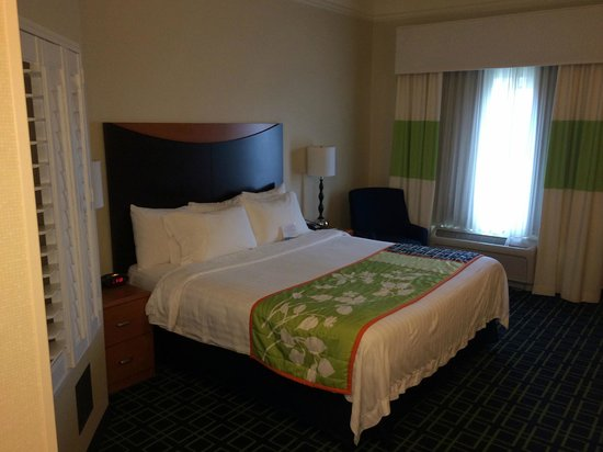 Fairfield Inn & Suites Redding : King Bed