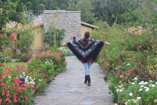 Sol y Luna - Relais & Chateaux: Yo en el jardín :)