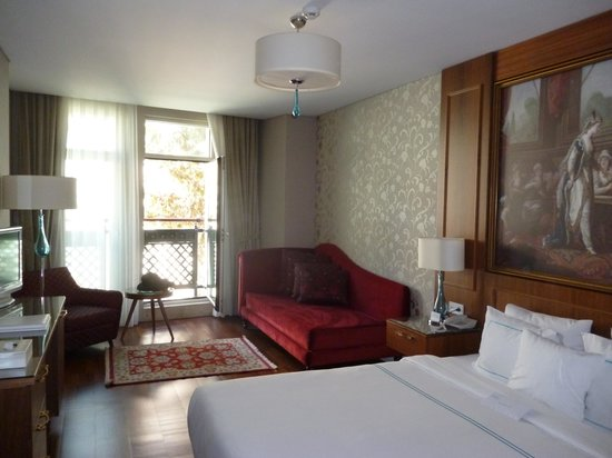 Neorion Hotel: Triple room, facing the street