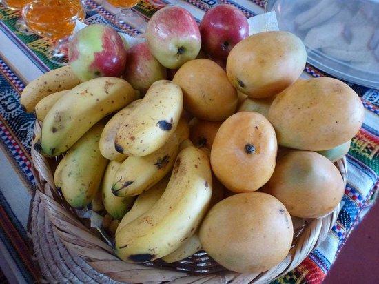 RESTAURANT WITITI: Massenhaft frische Früchte - Zwergmangos, Zwergbananen