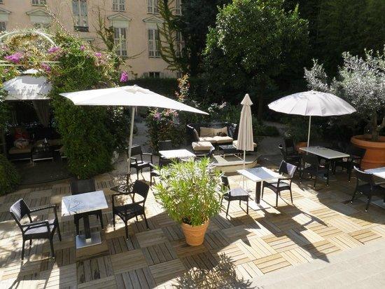 Hotel Villa Victoria: Garden/dining area