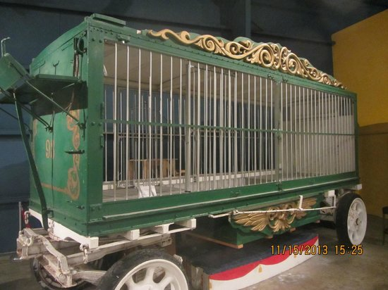 The Ringling : Historic animal cages