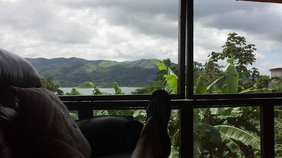 Toad Hall Hotel Arenal: Sipping tequila coffee & cream from Jungle Room living area.