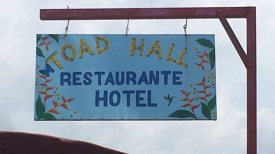 Toad Hall Hotel Arenal: We found their signs quite nice.