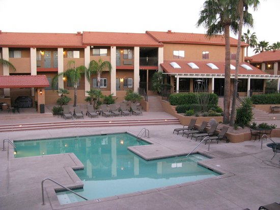 Red Lion Inn & Suites Tucson North Foothills : View from 3rd floor