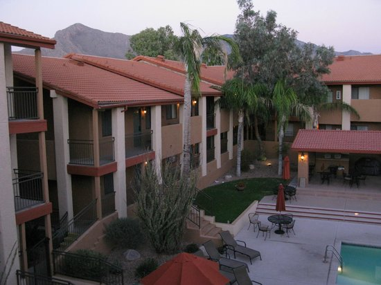Red Lion Inn & Suites Tucson North Foothills : Inner (pool facing) room choices & mt. view (across road)
