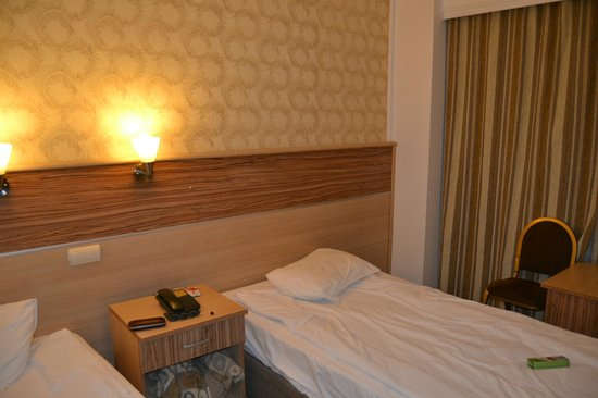 Altinyazi Hotel : Never four-star room