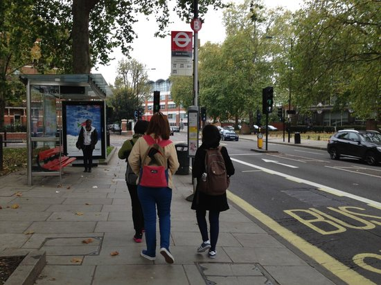 Royal Guest House: walk 2 Minute to nearest Bus stop