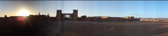 Kasbah Tizzarouine : Panorama shot of the entrance
