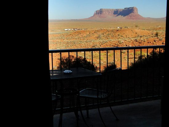 Goulding's Lodge & Campground: Private Patio with Non-Stop View