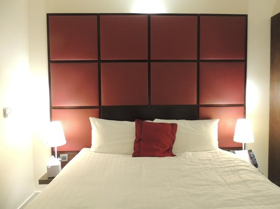 Ibis Styles London Southwark Rose: Queen Bed..