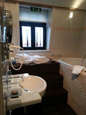 "Main Street Hotel : ""Top"" fabulous bathroom"