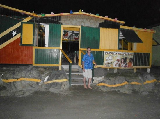 Cathy's Ocean View Bar and Grill : Cathy's beach bar
